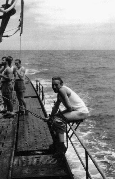 «Туалет» на верхней палубе немецкой подлодки «U-68». 1942 г.