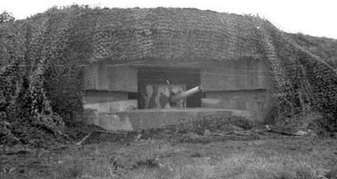 Казематы типа М272 для 120-мм орудий в 1944 году и сегодня.