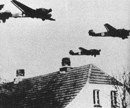 Немецкие «Junkers 52» в небе над Данией. 9 апреля 1940 г.