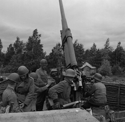 Финская зенитная батарея в районе Выборга. 18 июня 1944 г.