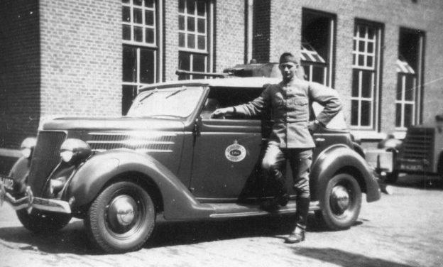 Командирский автомобиль 1-го эскадрона бронеавтомобилей.1939 г.