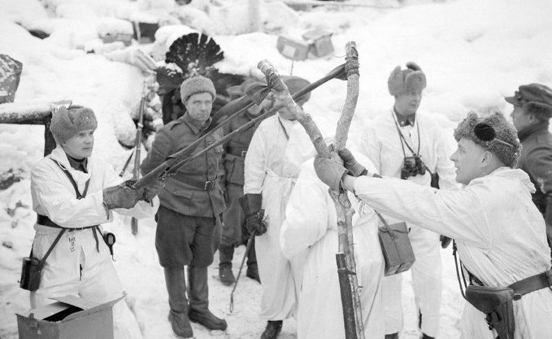 «Обстрел» советских позиций ручными гранатами с рогатки вместо пушки. Зимняя война. Февраль 1940 г.