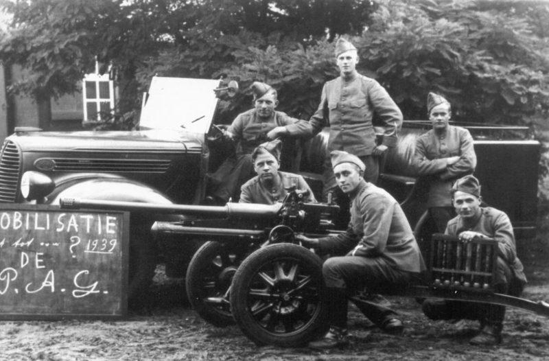 Расчет противотанкового орудия. 1939 г.