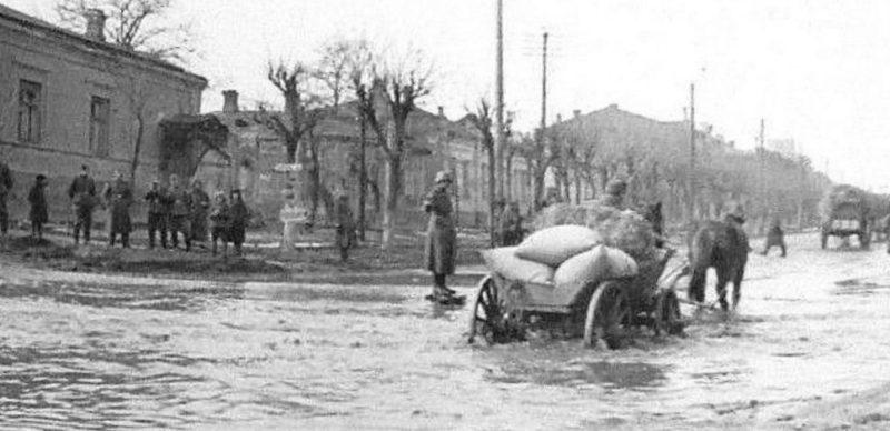 На улицах города. Ноябрь 1941 г.