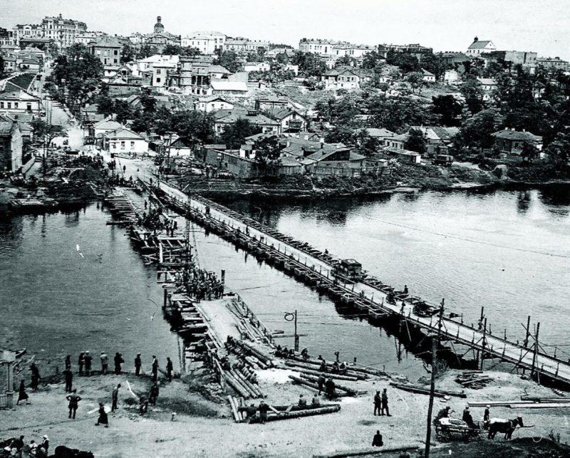 Понтонный мост у Старгородского моста. Лето 1941 г.