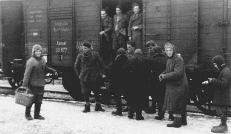 Итальянские солдаты на ж/д станции. Декабрь 1941 г.