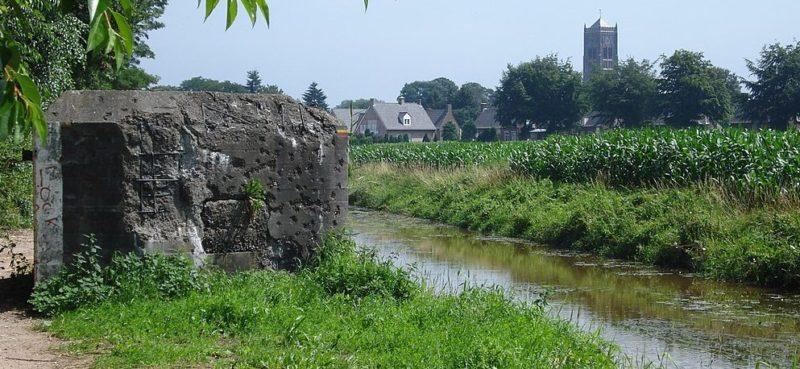 ДОТы вдоль канала.