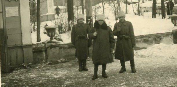 Румынские солдаты возле здания ж/д вокзала. Январь 1942 года.