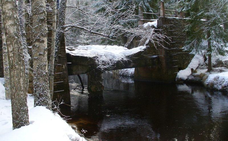 Заграждение на реке.