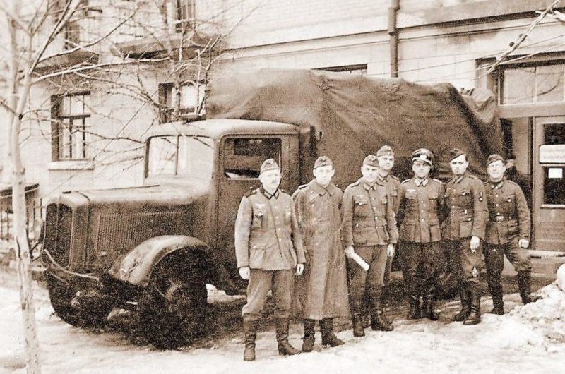 Немецкая комендатура на улице Богдана Хмельницкого. Февраль 1942 г.