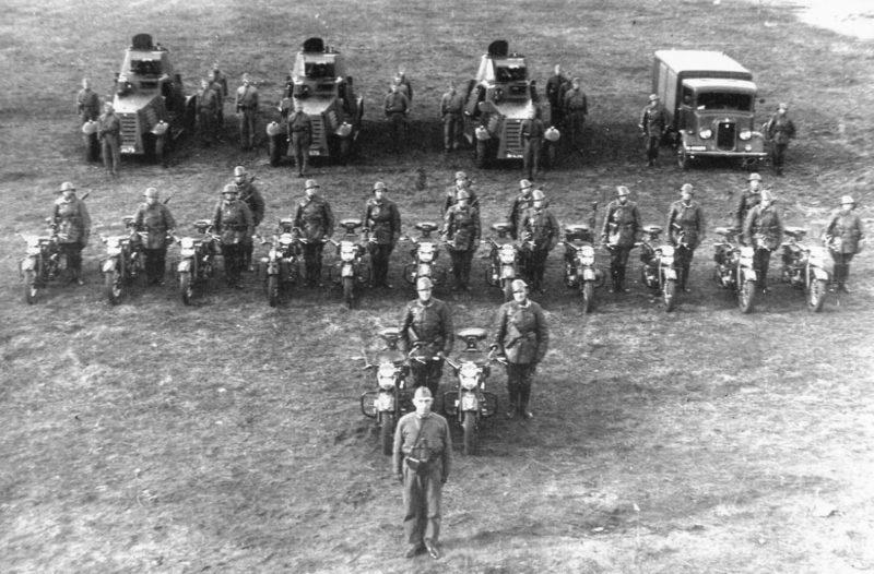 Взвод 1-го эскадрона бронеавтомобилей. 1939 г.