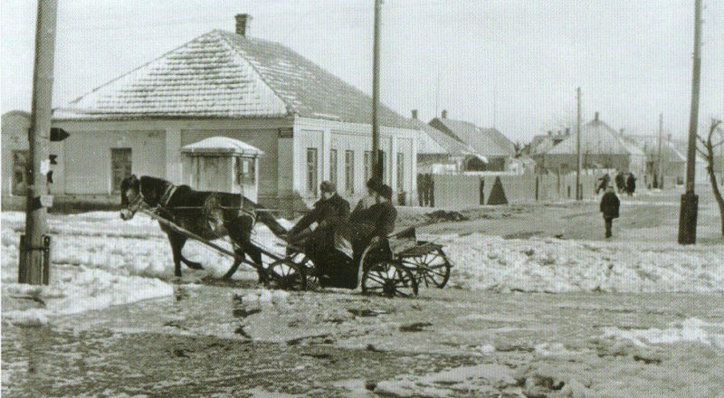 На улицах города. Март 1942 г.