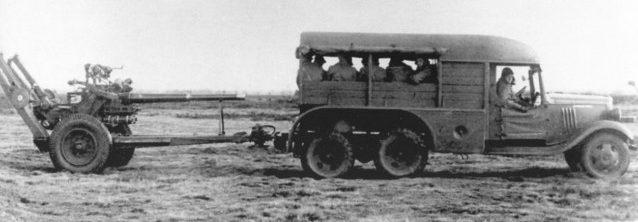 Тягачи «Форд-TRADO» с артиллерийскими орудиями. 1939 г.
