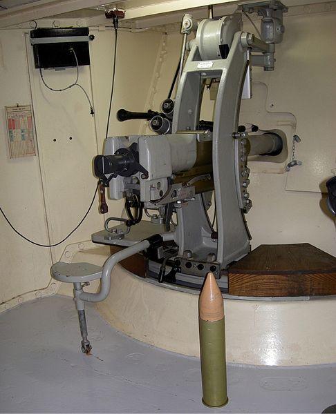 Казематная 90-мм противотанковая пушка в ДОТе «Villa Rose».