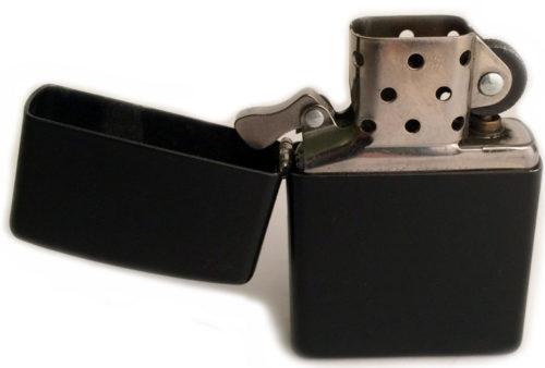Военный вариант зажигалки «Zippo» модельного ряда 1942 года.