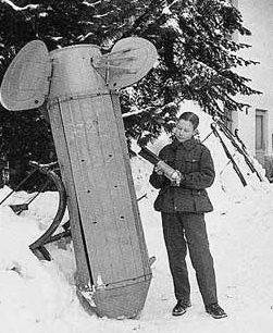 Корпус кассетной советской бомбы, прозванный финнами «хлебницей Молотова». Декабрь 1939 г.