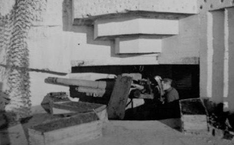 Каземат типа 671 для 105-мм орудий.