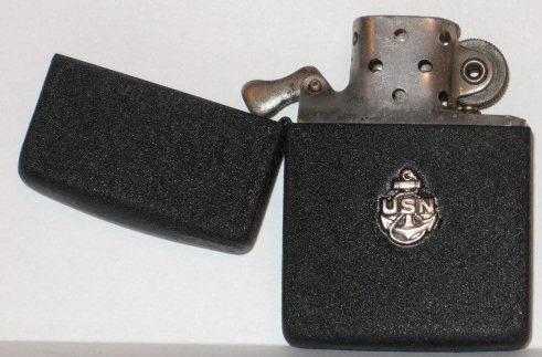 Зажигалки «Zippo» из модельного ряда 1942 года с украшениями.