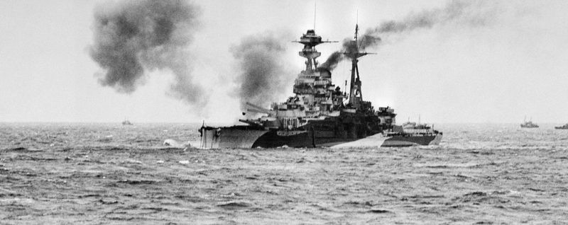Линейный корабль «Ramilles» обстреливает побережье Нормандии. Утро 6 июня 1944 г.