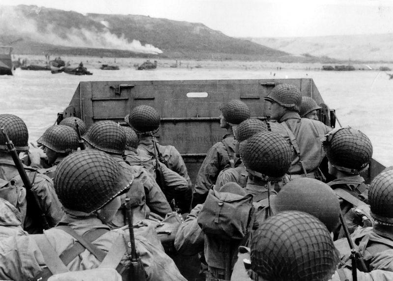 Высадка войск американской 1-й пехотной дивизии. Пляж «Омаха». Утро 6 июня 1944 г.
