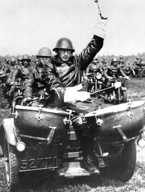 Мотобарабанщик Королевской армии. Нидерланды. 1939 г.