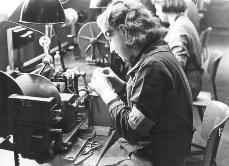 Датские рабочие на немецком заводе «Scherl», принудительно угнанные в Германию. Берлин, 1941 г.
