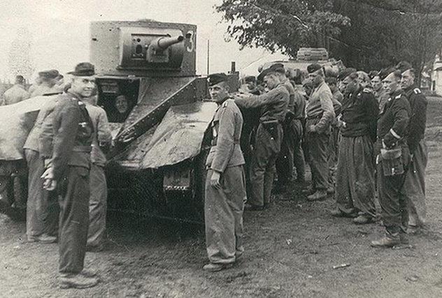 Немцы в городе. 7 августа 1941 г.
