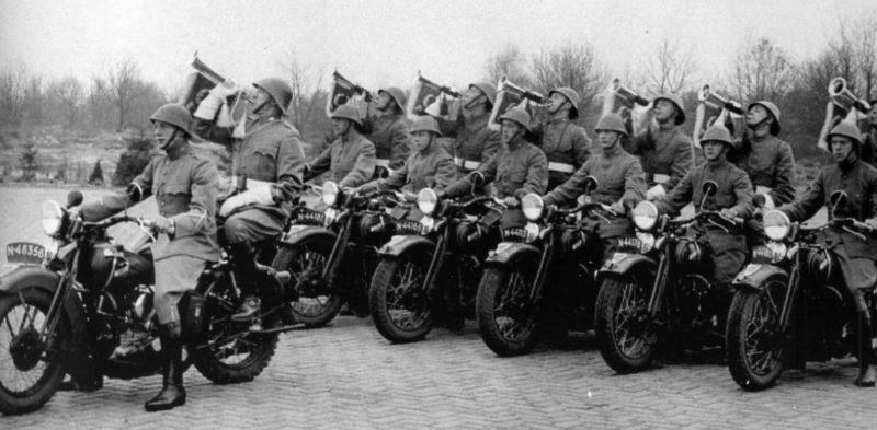 Мототрубачи Королевской армии. Нидерланды. 1939 г.