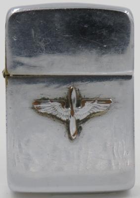 Зажигалки «Zippo» с самодельными украшениями.