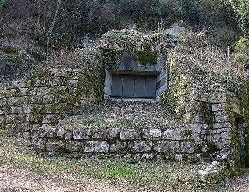 Бункер противотанкового орудия.