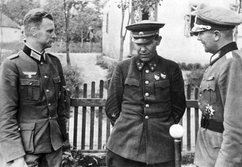 Генерал-лейтенант И. Н. Музыченко, командующий 6-й армией в плену. Август 1941 г.