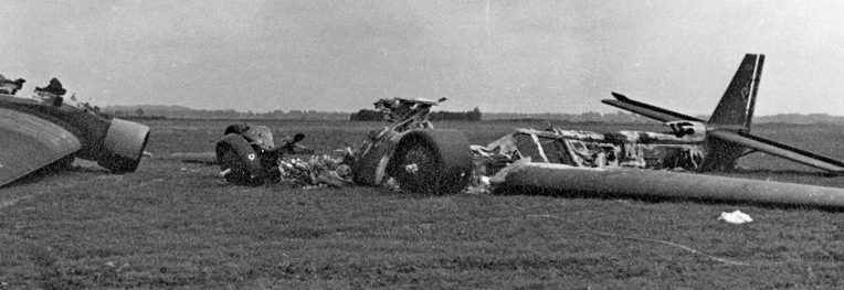 Уничтоженные немецкие самолеты «Ju-52» на голландском аэродроме. 10 мая 1940 г.