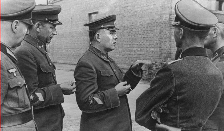 Пленные советские генералы П.Г. Понеделин и М.К. Кириллов. Август 1941 г.