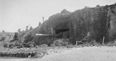 Казематы для 240-мм орудий в годы войны и сегодня.