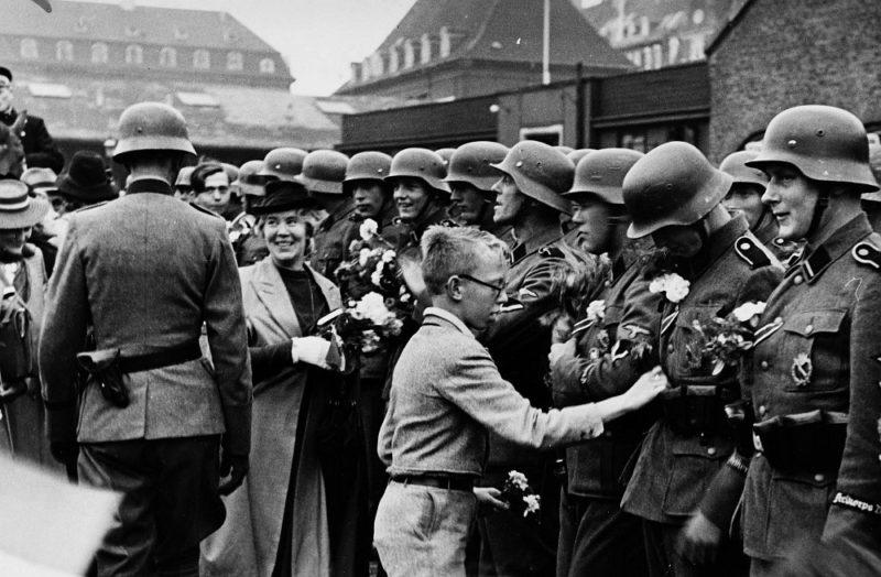 Встреча солдат корпуса «Дания», вернувшихся с Восточного фронта. Сентябрь 1942 г.
