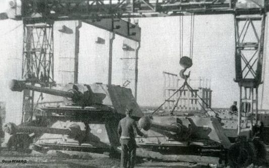 Ремонт немецких САУ на одном из заводов города. 1942 г.