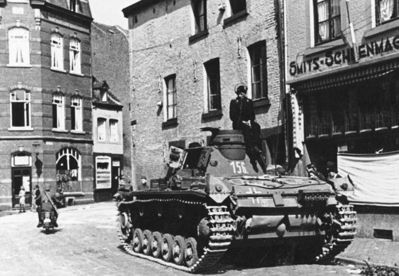 Немецкие войска входят в Маастрихт. 10 мая 1940 г.