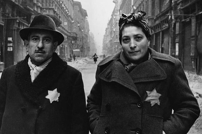 Король и королева Дании с нашитыми звездами Давида на одежде. 1943 г.