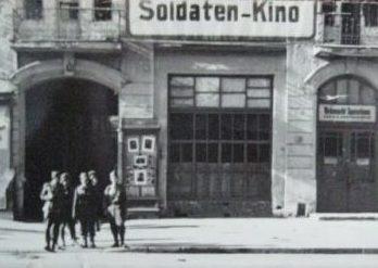 Солдатский кинотеатр. Весна 1942 г.