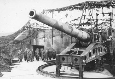 Позиция орудия во время войны и сегодня.