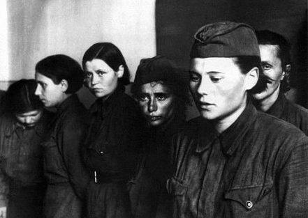 Военнопленные женщины. Август 1941 г.