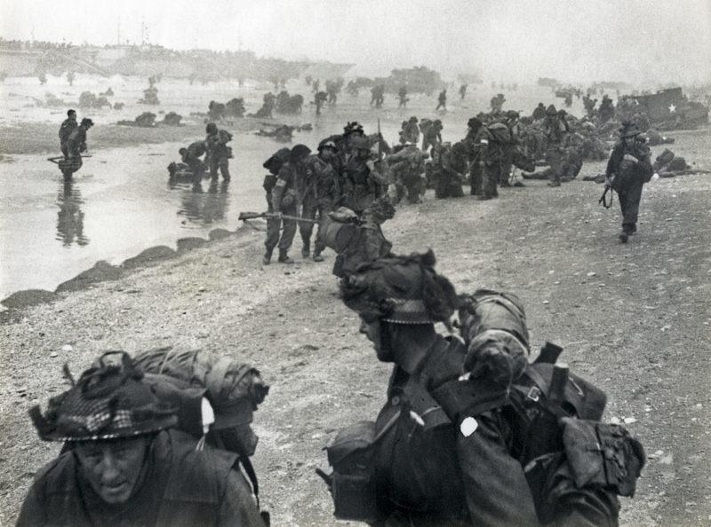 Высадка британских войск на пляже Нормандии. 6 июня 1944 г.