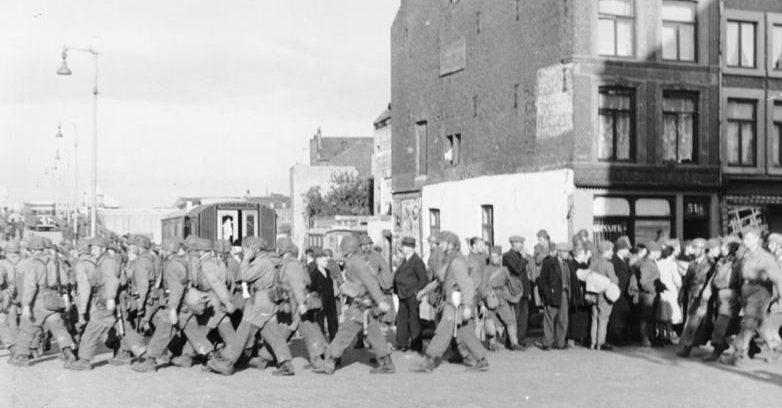 Немецкие десантники в Маастрихте. 10 мая 1940 г.