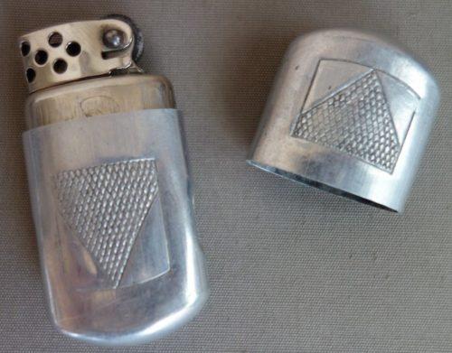 Простейшие зажигалки с крышками.