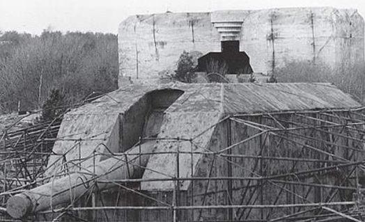 Башня с 380-мм орудиями во время войны и сегодня.