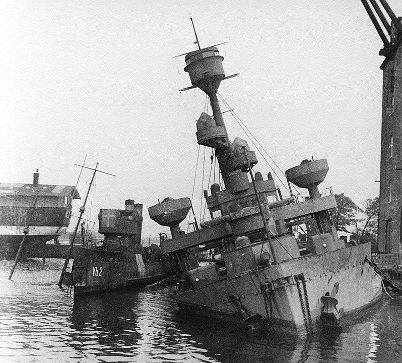 Затопленные датчанами свои военные корабли. Август 1943 г.