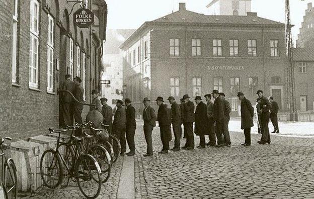 Очередь у столовой в Ольборге. 1943 г.