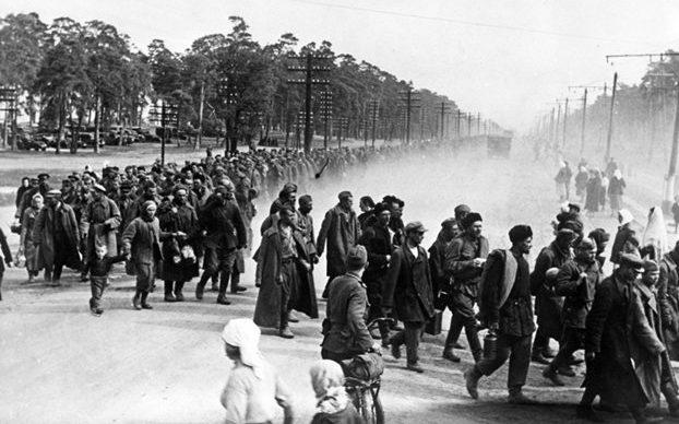 Колонны пленных красноармейцев. Август 1941 г.