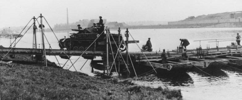 Паромная переправа через Маас. 16 мая 1940 г.