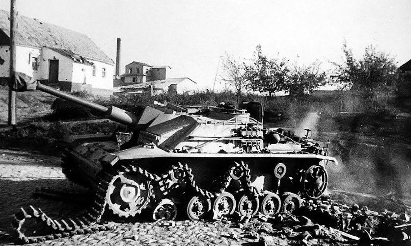 Поврежденная немецкая бронетехника. 10 сентября 1943 года.